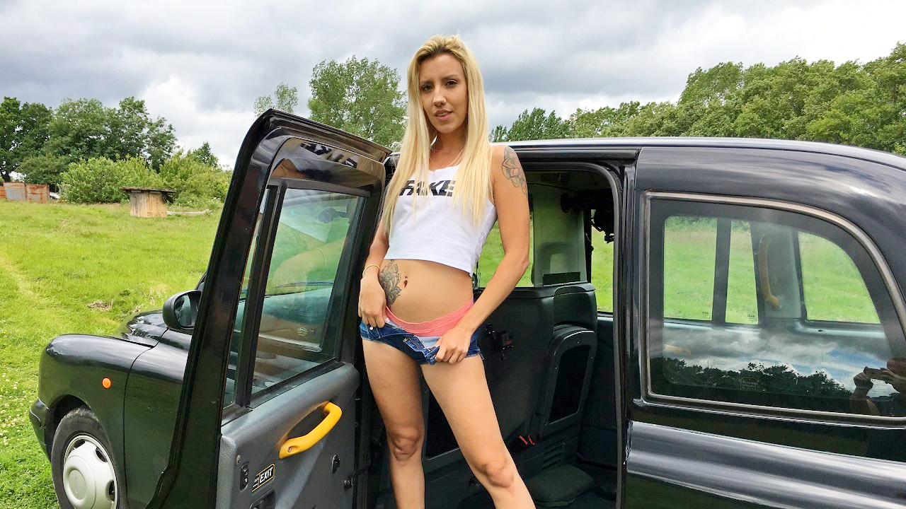 Sophia Grace – Hot Blondes Sex Toy Turns On in Cab – 07/31/19